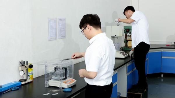 国丰塑业质检室