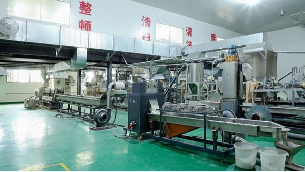 国丰塑业生产设备